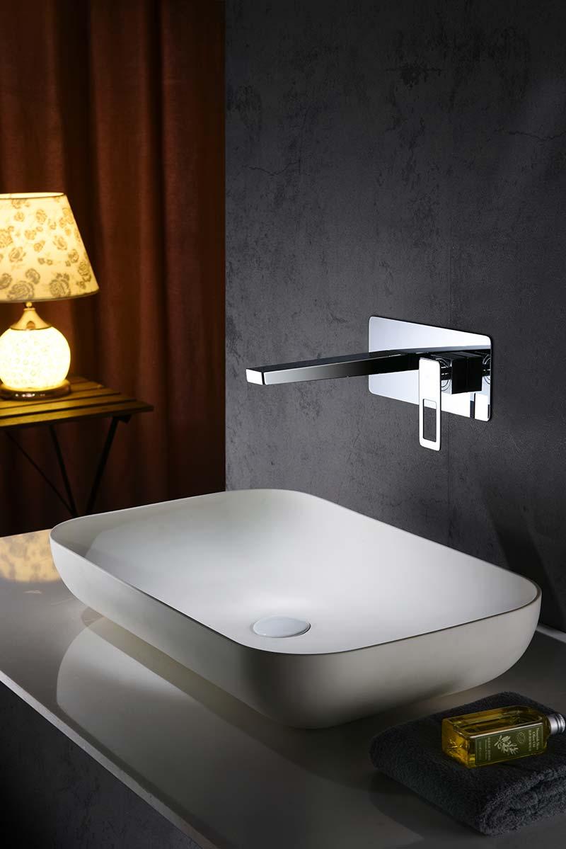 Grifo lavabo empotrado cromado ambiente