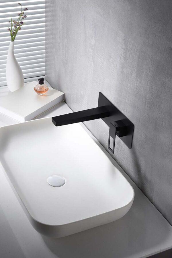 Grifo lavabo empotrado negro ambiente