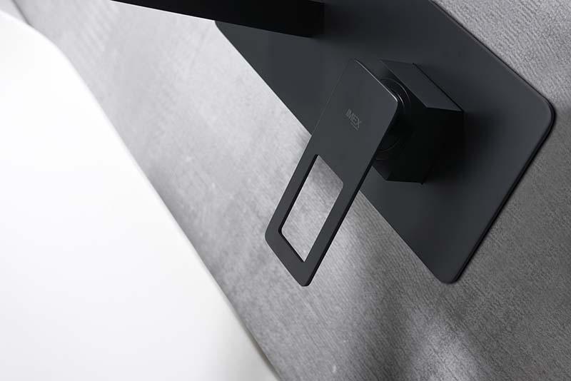 Grifo lavabo empotrado negro detalle