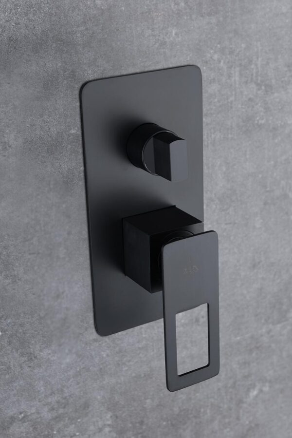 ducha empotrada Suecia negro detalle