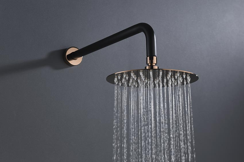 ducha empotrada serie milos negro oro rosa detalle